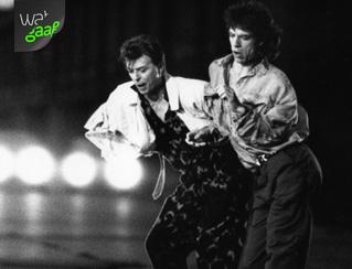 Jagger en Bowie dansen op straat